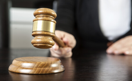 A comis aproape 200 de infracţiuni, dar judecătorul nu l-a trimis la închisoare. Motivul bizar