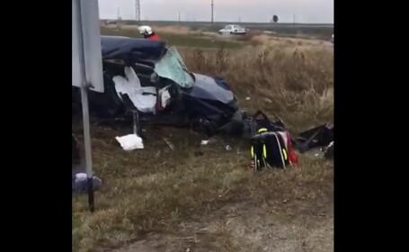 Impact violent în Dolj. Doi soți au murit pe loc, după ce mașina lor a intrat într-un TIR