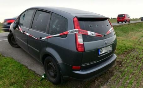Mașină din România, abandonată de o lună pe un câmp din Germania. \