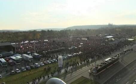 Peste 200.000 de persoane au protestat la Praga şi au cerut demisia premierului