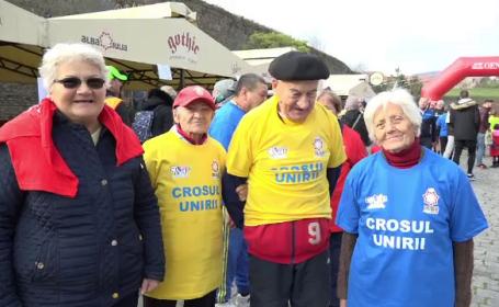 Zeci de vârstnici au alergat la Crosul Unirii. Un cuplu i-a emoționat pe organizatori