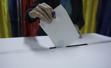 Românii votează în secțiile de votare din țară pentru alegerile prezidențiale 2019, turul 2 - 4