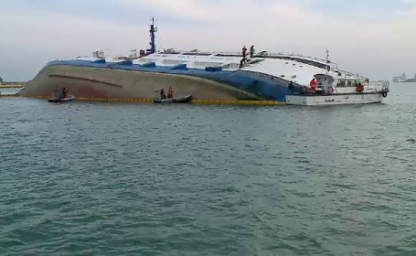 Operaţiunea de ridicare a navei eşuate în Portul Midia, oprită după doar 2 ore. Care e motivul