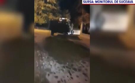 Un tânăr din Suceava s-a răzbunat pe primar, aruncându-i o remorcă de gunoi în fața casei