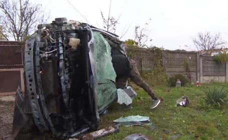 O mașină a izbit în plin un cal, în județul Gorj. Două persoane au fost rănite