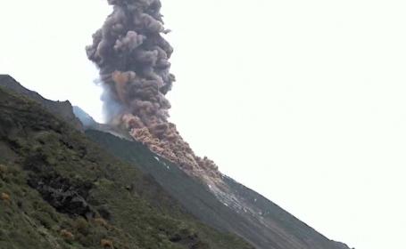 Vulcanul Stromboli din Italia, unul dintre cei mai activi din lume, a erupt din nou