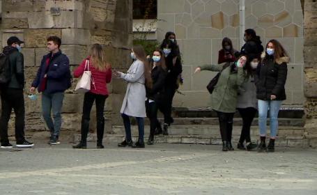 Sute de studenți la Medicină se oferă voluntari pentru a intra în prima linie a luptei anti-Covid. Care sunt beneficiile