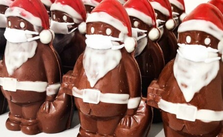 mos craciun cu masca de ciocolata