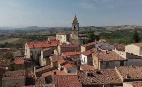 Orășelul din Italia în care cazarea este gratuită. Ce poți vedea în zonă