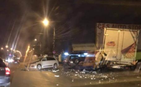 Mașina unei tinere de 21 de ani s-a izbit de 2 autoturisme și o autoutilitară, după ce a pierdut controlul volanului