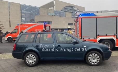 O mașină s-a izbit de poarta sediului Cancelariei federale din Germania. O persoană a fost rănită