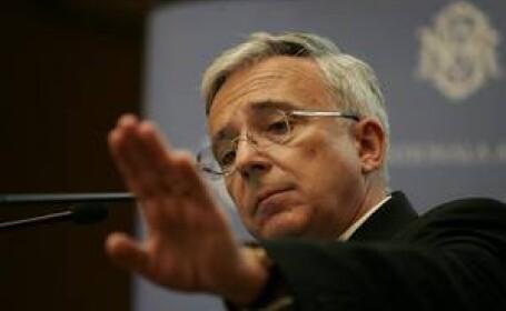 Mugur Isarescu, BNR