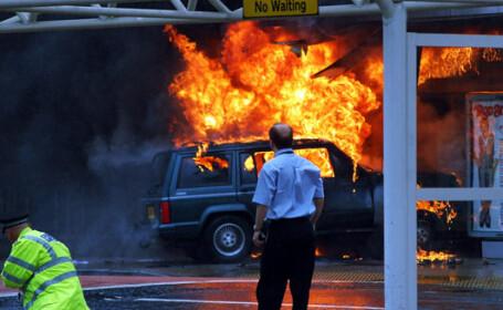 Primele imagini cu atentatele teroriste esuate, de pe aeroportul Glasgow