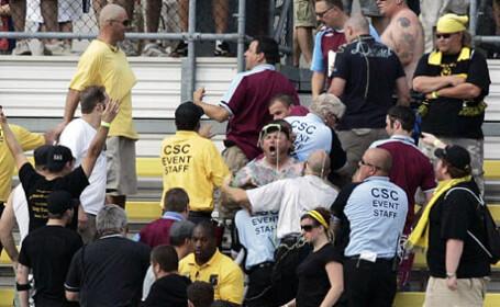 Zero toleranta pentru huligani. Basescu a promulgat Legea privind combaterea violentei in sport