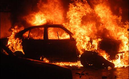 Cosmar pentru o soferita din Timisoara: masina in care se afla a luat foc!