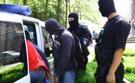 Tinerii au fost retinuti de politisti