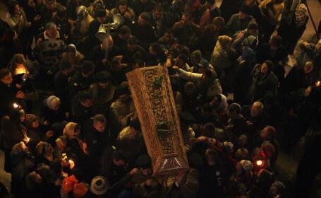 Cel mai mare pelerinaj din Romania: credinciosii se roaga la Sf. Parascheva