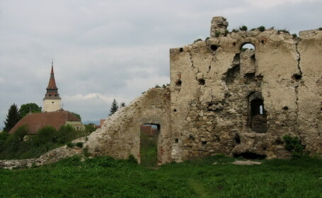 Barbat transportat la spital, in coma, dupa ce a cazut de pe Cetatea Feldioara. Monumentul este inchis pentru public