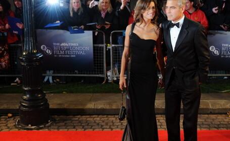 Clooney si iubita sa