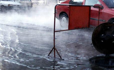 Strada Brailei din Galati, in clocot: o conducta cu apa fiarta s-a spart