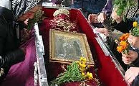 Zi de pelerinaj si la Sibiu. A ajuns racla cu vesmantul Sfintei Parascheva