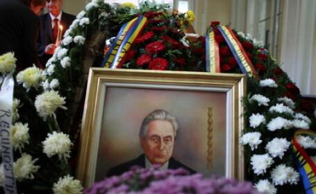 Ion Diaconescu, aproape singur pe ultimul drum. Prea putini oameni si-au luat ramas bun la cimitir
