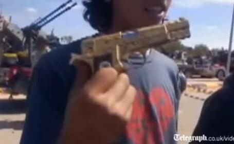 pistol aur Ghaddafi