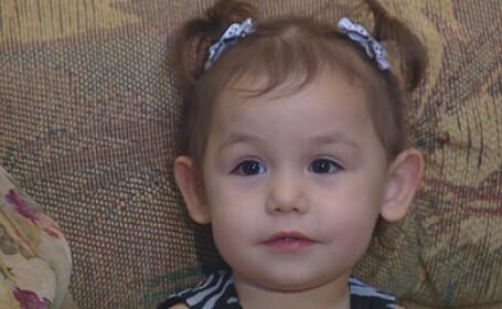 fetita de 2 ani care si-a salvat mama de la moarte