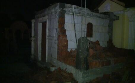 cavouri daramate in cimitire