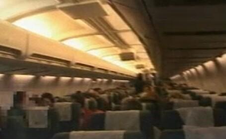 Motivul incredibil pentru care un barbat a hartuit si agresat o tanara intr-un avion