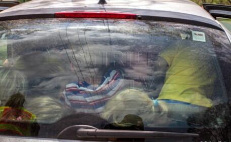 19 copii in masina