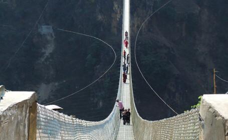 FOTO. Imaginile care iti vor da in mod siguri ameteli. Unul din cele mai inalte poduri din lume