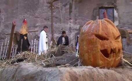 Castelul Corvinilor se transforma in noaptea de Halloween in cimitir. Cat au platit petrecaretii