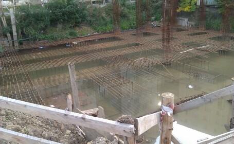 groapa langa bloc, Arad