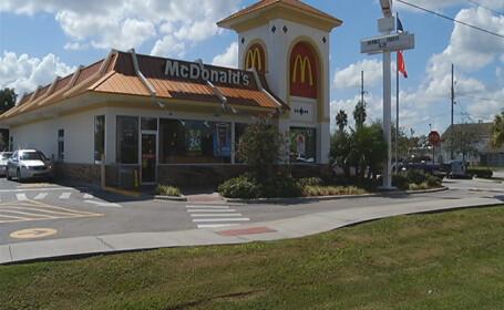 O femeie a nascut in toaleta unui McDonald\'s, la 5 minute dupa ce a intrat in travaliu