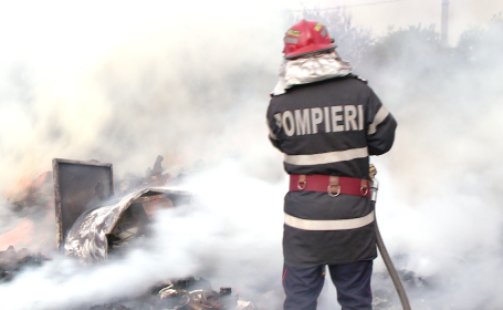 pompier, incendiu, baraca