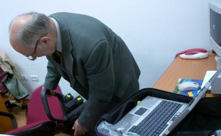 functionar Primaria Arad, laptop
