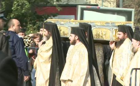 Coada de 15.000 de oameni in Capitala care asteapta sa ajunga la moastele Sfantului Dumitru