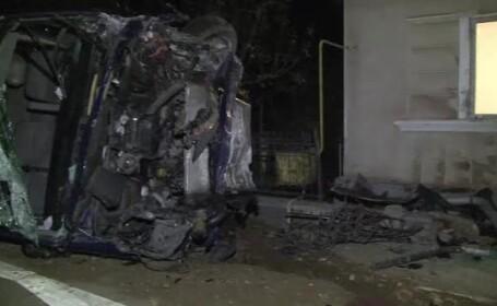 Un sofer din Maramures a intrat cu masina intr-o casa de pe marginea drumului.Cum explica accidentul