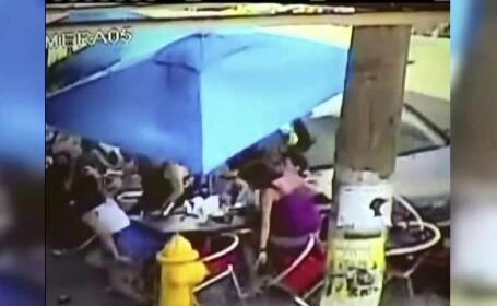 Imagini de groaza in Miami. O masina scapata de sub control intra in terasa unui restaurant, unde se aflau oameni la mese