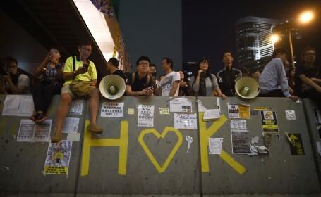 Sute de activisti au ramas sa protesteze pe strazile din Hong Kong. Studentii au acceptat dialogul cu Guvernul
