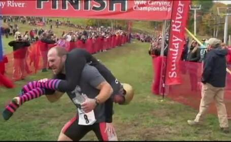 Concursul de carat nevestele in spate, sport international. In SUA, cuplul castigator a plecat acasa cu greutatea ei in bere