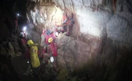 Operatiune spectaculoasa in Pestera Bonchii din Muntii Apuseni. 62 de speologi au avut misiunea sa elibereze o tanara