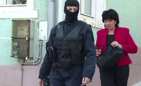 Sefa Parchetului de pe langa Judecatoria Orsova, retinuta de procurorii DNA. Procuroarea este acuzata de luare de mita