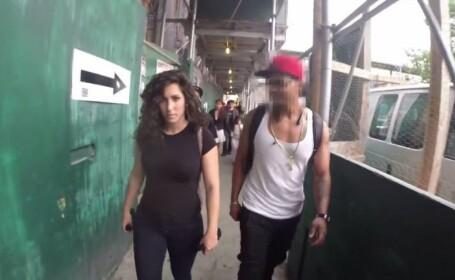 S-a filmat o zi intreaga in timp ce merge singura pe strada. Ce reactii au barbatii atunci cand o vad. VIDEO