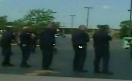 Momentul in care un om al strazii este impuscat in Michigan de sase politisti care au tras 45 de gloante. VIDEO