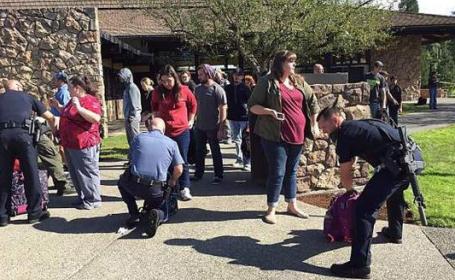 Atac armat la un colegiu din Statele Unite. Cel putin 15 persoane au fost ucise, iar 20 ranite. Atacatorul a fost prins