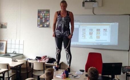 Motivul pentru care o profesoara din Olanda s-a dezbracat in fata elevilor. \