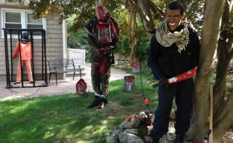 Cum si-au decorat niste americani casele de Halloween, inspirati de ISIS. \