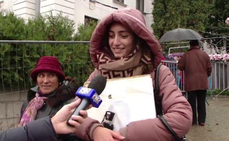 Peste 90.000 de pelerini, la moastele Sfintei Parascheva. O fata de 17 ani s-a rugat sa se poata reintoarce la scoala
